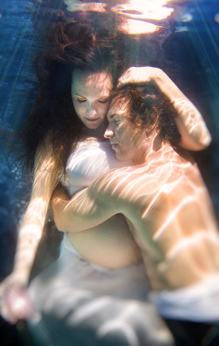 JohnandEden_UnderwaterPregnancyShoot_Aug2014-wRaysSML